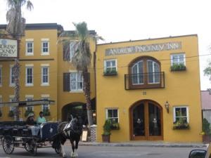 Niche hotel and horse drawn carriage, Charleston, South Carolina
